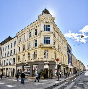 Karl Johans gate 6, Oslo, fasade før oppussing Eiendomsspar