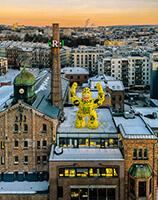 koronamonster på taket thorvald meyers gate 2 oslo